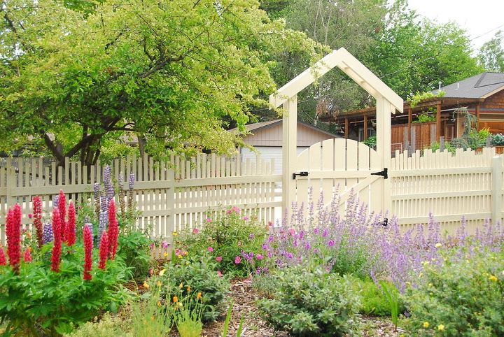 s 15 privacy fences that will turn your yard into a secluded oasis, curb appeal, fences, Combine various sized posts into this design