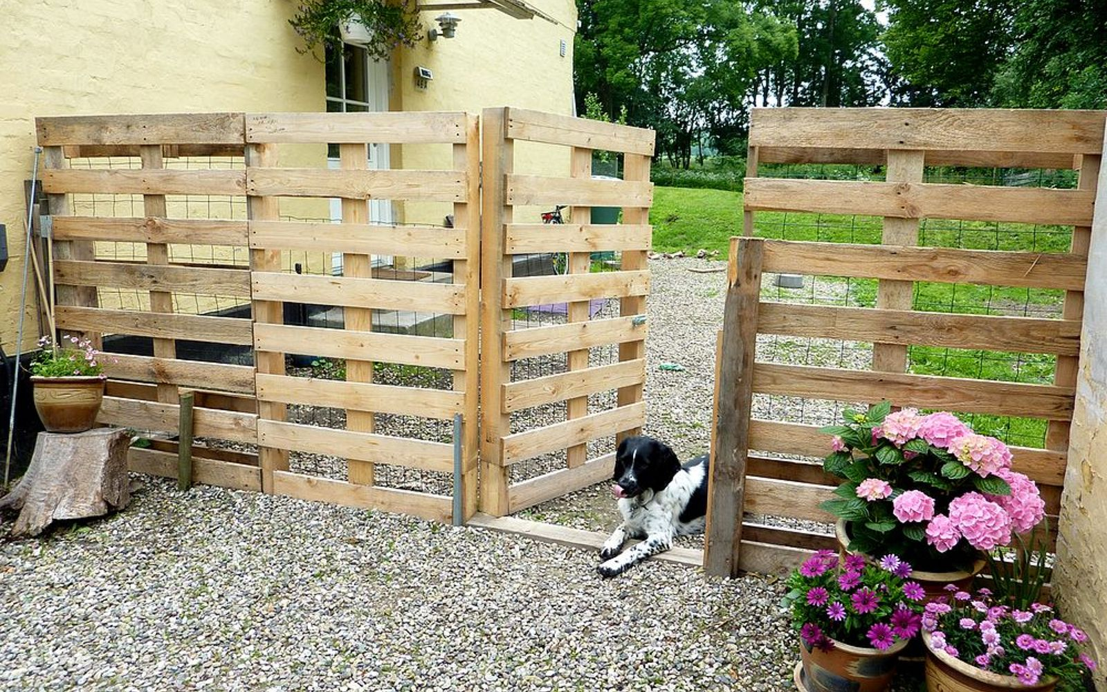s 15 privacy fences that will turn your yard into a secluded oasis, curb appeal, fences, Line up a few pallets for a free option