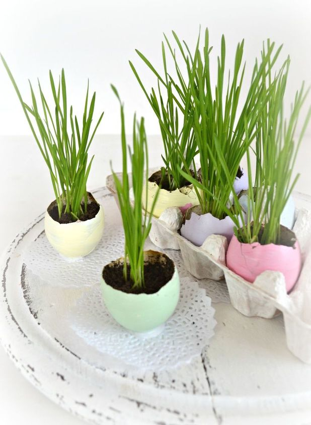 s 25 quick easter egg ideas that are just too stinkin cute, crafts, easter decorations, Make tiny standing egg planters