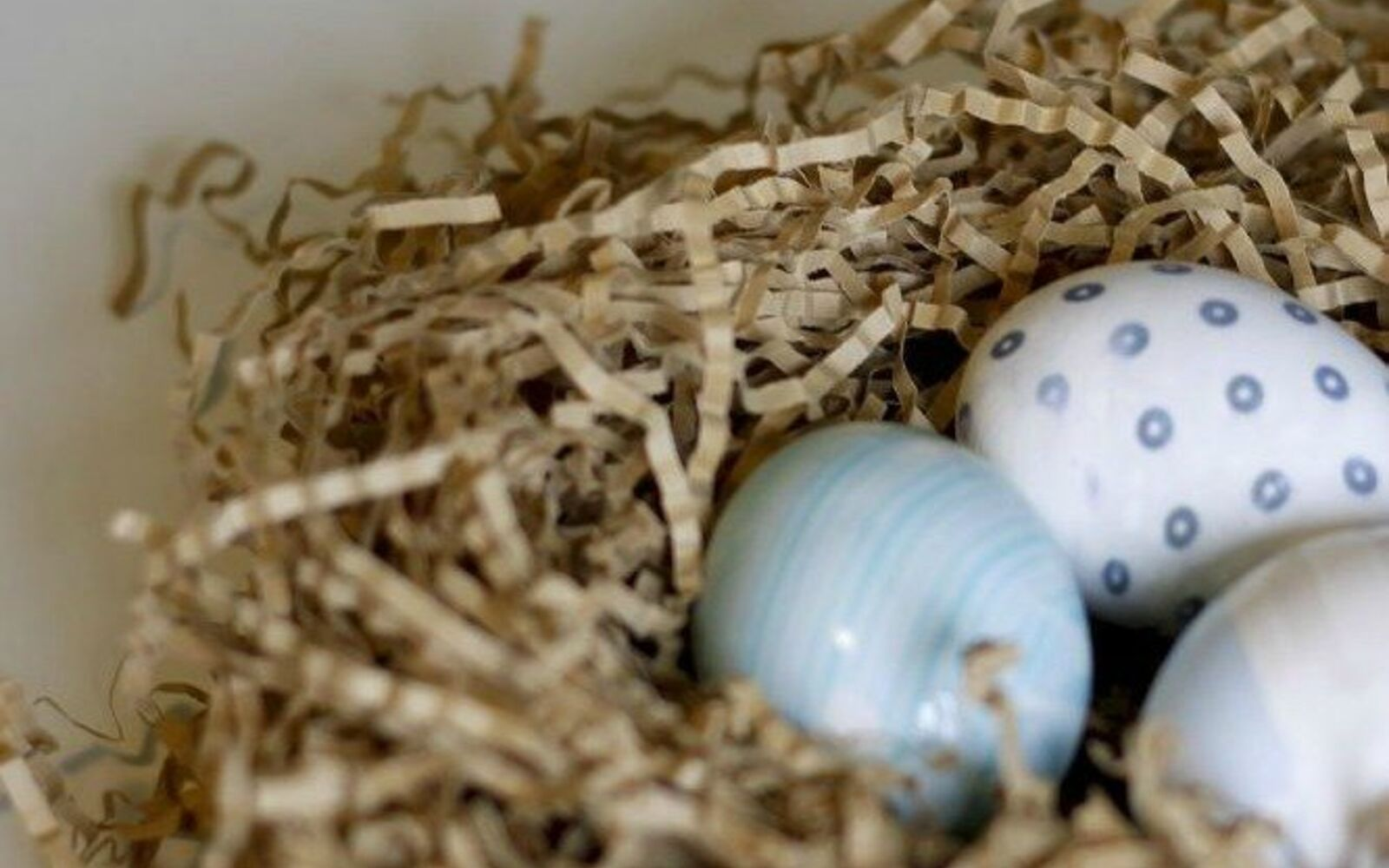 s 25 quick easter egg ideas that are just too stinkin cute, crafts, easter decorations, Dye real eggs using old silk ties