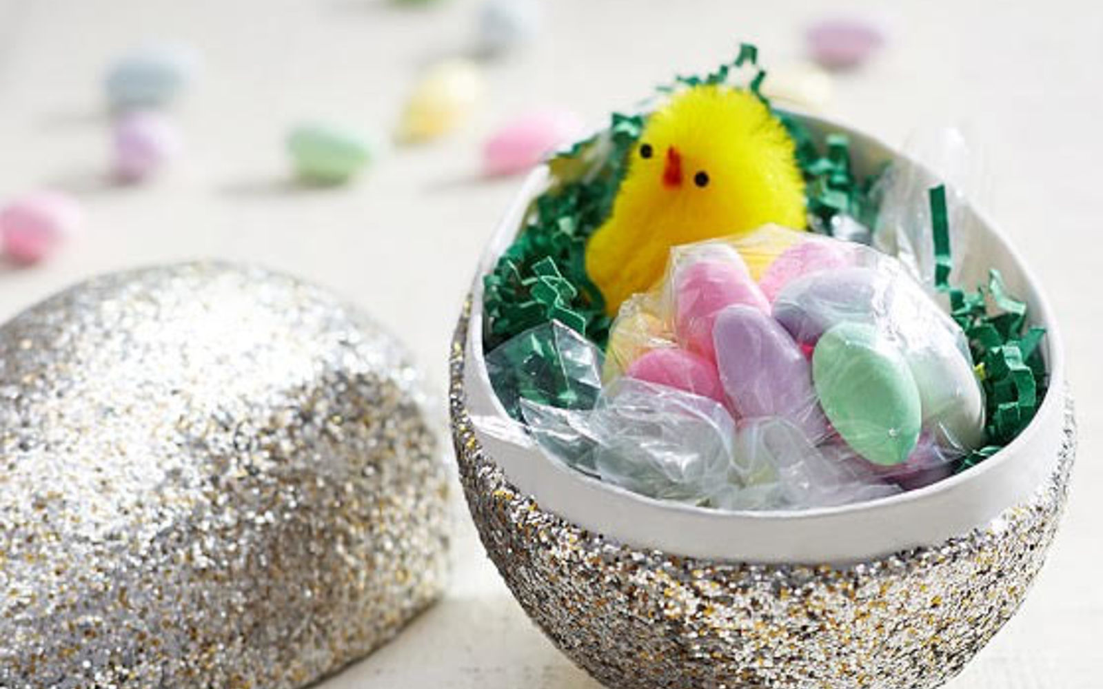 s 25 quick easter egg ideas that are just too stinkin cute, crafts, easter decorations, Sprinkle one with German glass glitter