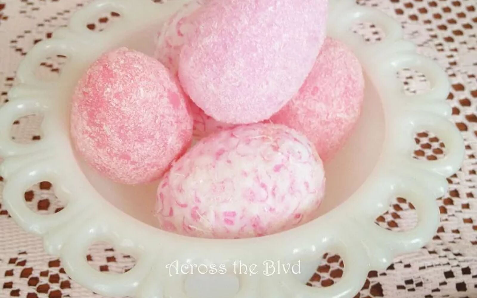 s 25 quick easter egg ideas that are just too stinkin cute, crafts, easter decorations, Create some glittered pink beauties