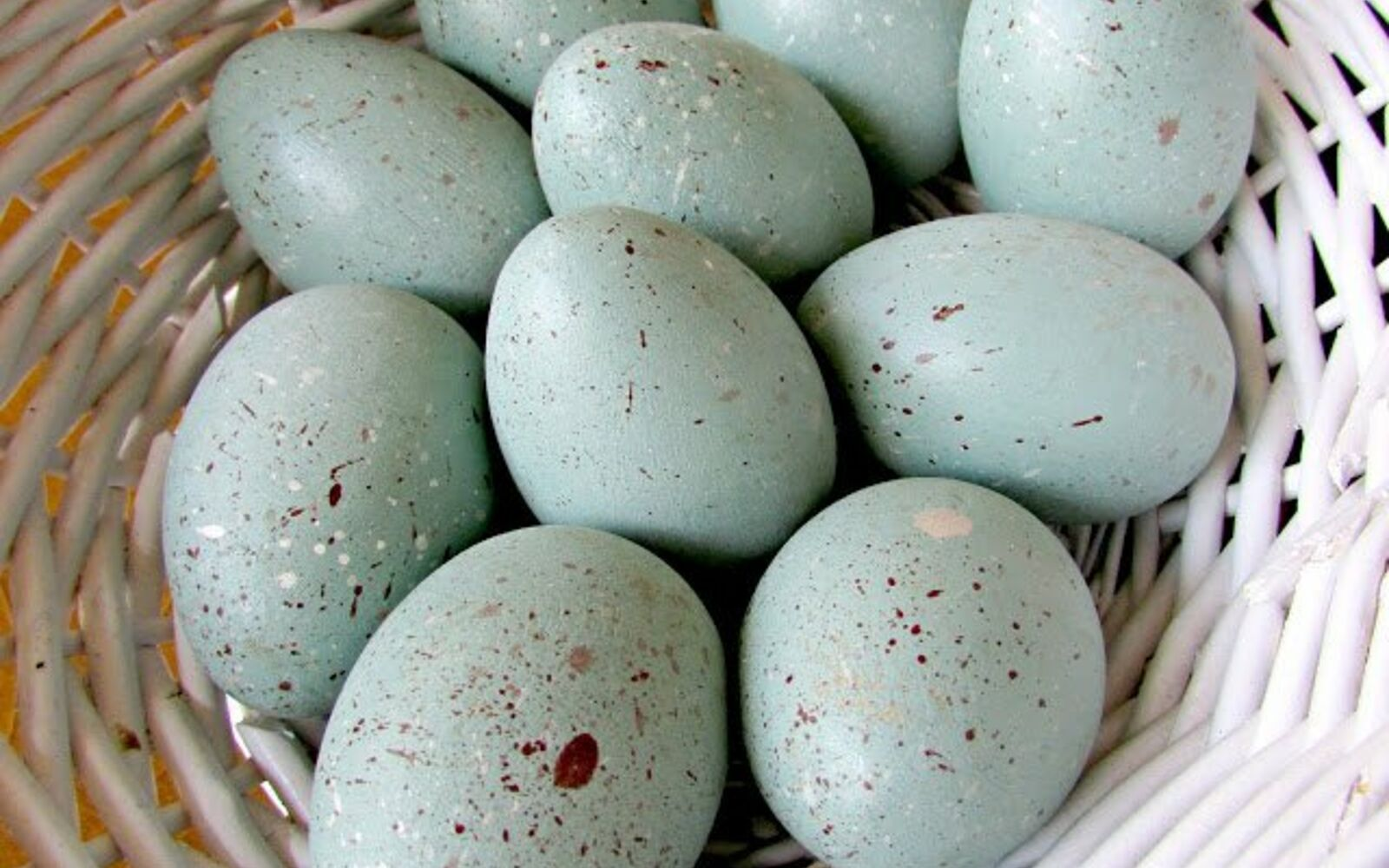 s 25 quick easter egg ideas that are just too stinkin cute, crafts, easter decorations, Make your own speckled robin s eggs