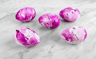 diy marble easter eggs, crafts, easter decorations, seasonal holiday decor