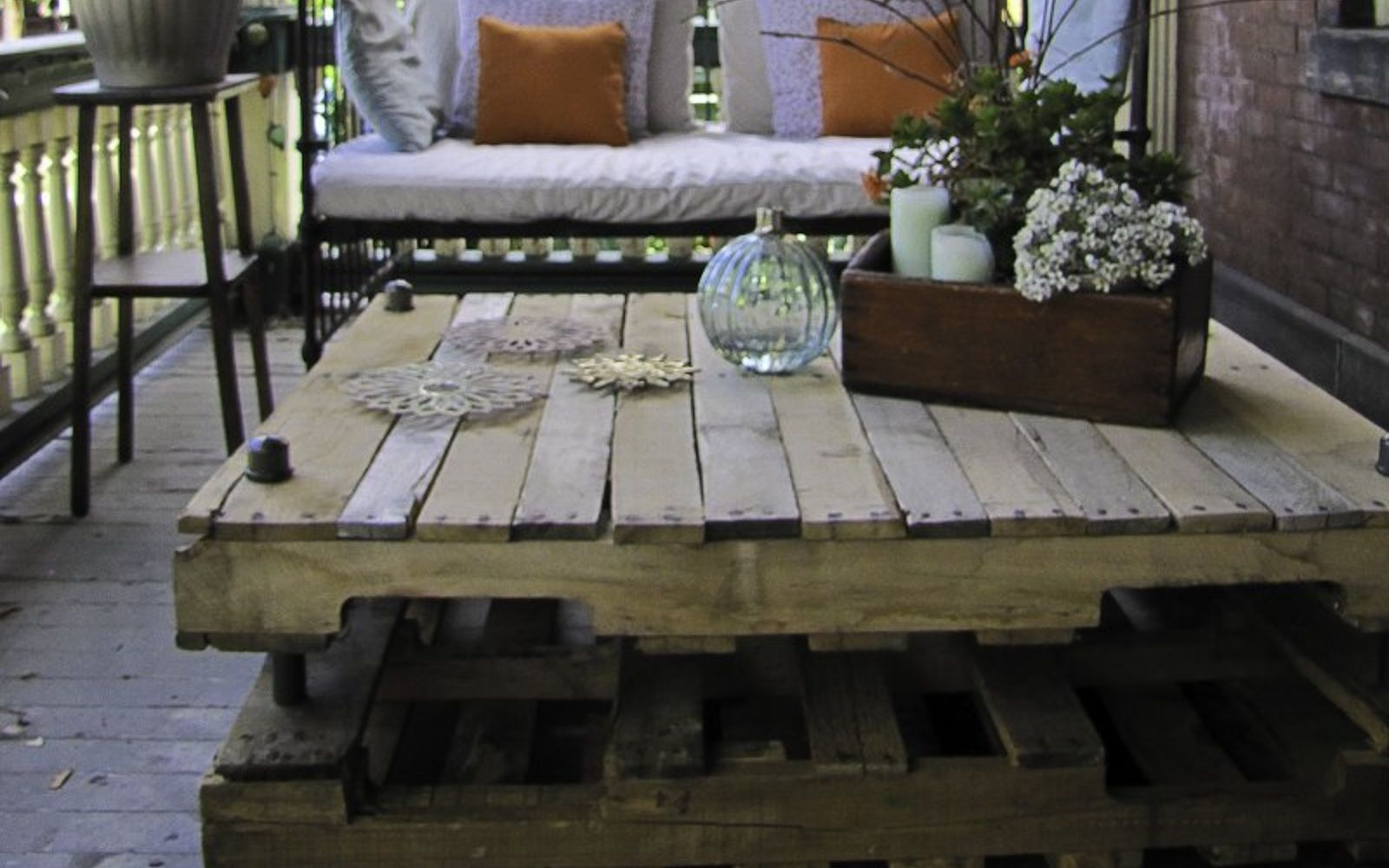 Build Coffee Table From Pallets: 15 Pallet Coffee Tables That Look Way Too Good To Be DIY