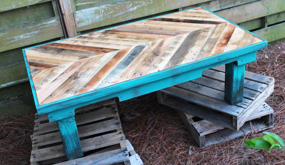 15 Pallet Coffee Tables That Look Way Too Good To Be DIY ...
