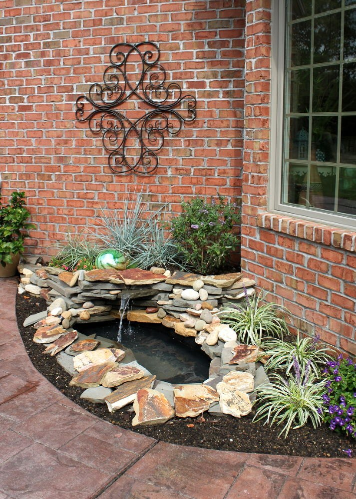 10 mini water features to add zen to your garden hometalk - Small outdoor water features ...