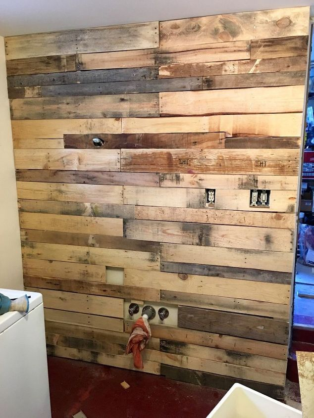 laundry room pallet wall hometalk. Black Bedroom Furniture Sets. Home Design Ideas