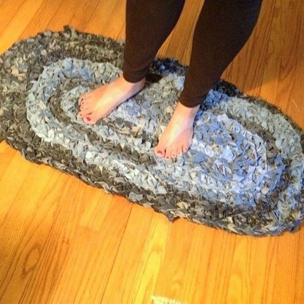 s 19 gorgeous reasons to dig your old jeans out of the closet, crafts, repurposing upcycling, Weave jean scraps into a shag rug