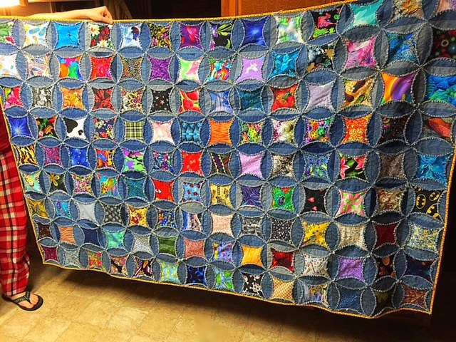 Here's a Quilt I Made From My Husband's Old Jeans | Hometalk : quilting crafts - Adamdwight.com