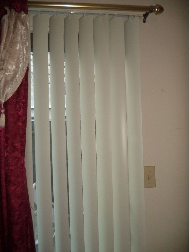 how to temporary repair your vertical blinds with a flat head screwdr, home maintenance repairs, how to, window treatments, windows