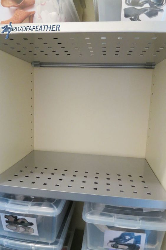 Shelves positioned horizontally