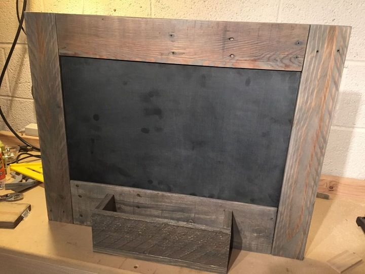 rustic diy command center, chalkboard paint, organizing, pallet, rustic furniture