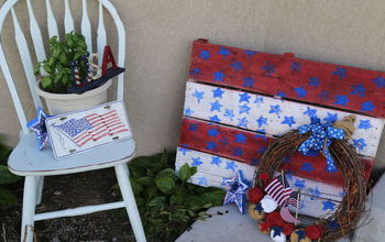 I'm Just Not Over Pallets yet!  Cute 4th of July Porch Decor!