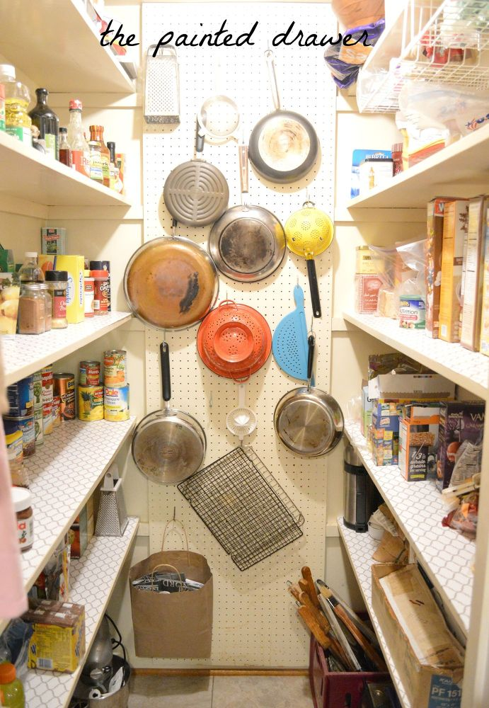 10 Things Pro Organizers Keep In Their Pantry All Year Long