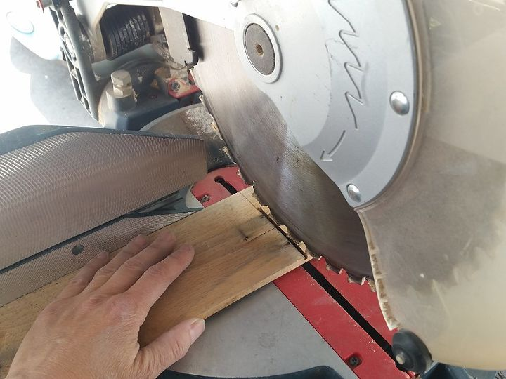 Use a double line to indicate blade cut