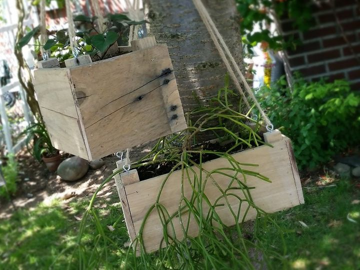 dyi small hanging planter from pallet wood, container gardening, gardening, pallet