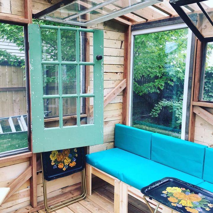 DIY cushions, outdoor fabric and glue gun
