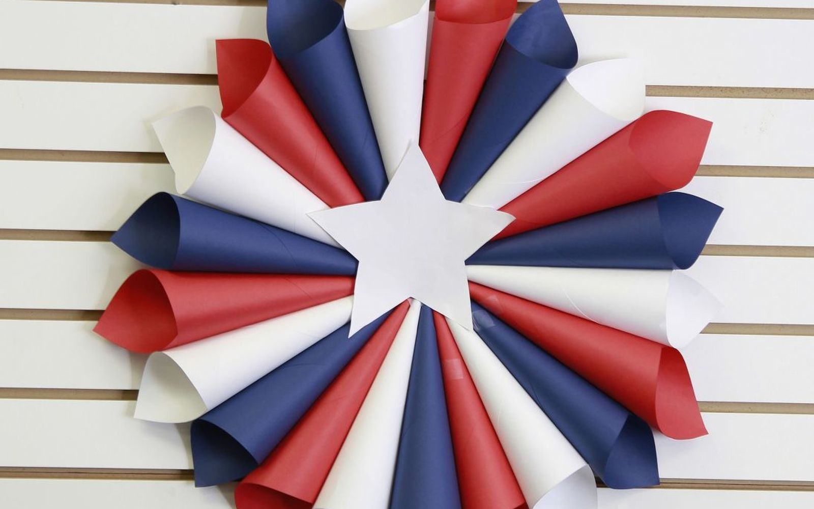 16 Patriotic Wreaths That Will Fill You With Pride | Hometalk