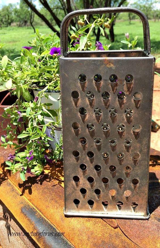 kitchen grater owl, crafts, gardening, repurpose household items