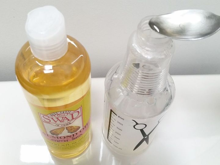 Let's add some oil to the soapy water!