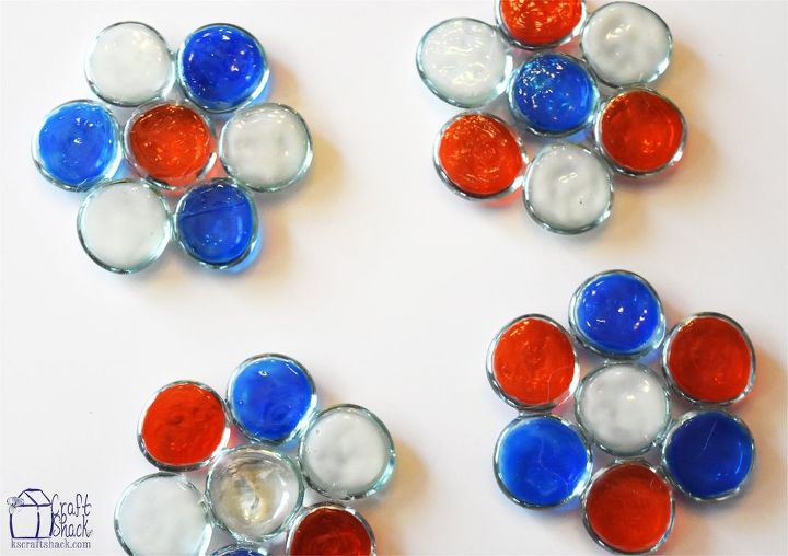 patriotic glass gem coasters, crafts, patriotic decor ideas, seasonal holiday decor