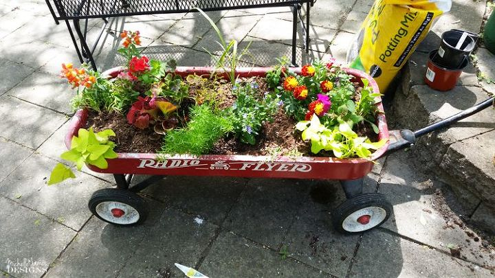 create a pretty outdoor space, gardening, outdoor living