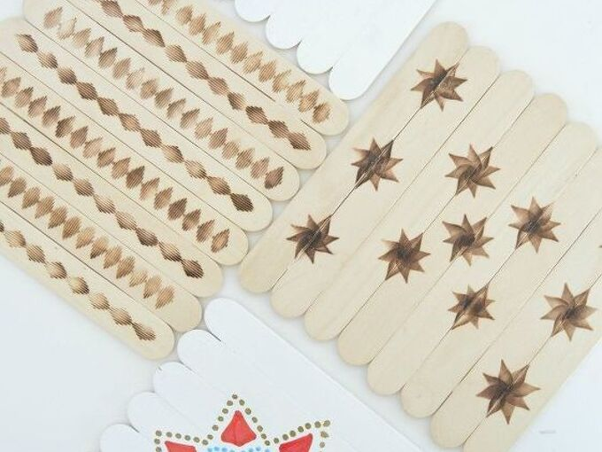 diy coasters using popsicle sticks, crafts, dining room ideas