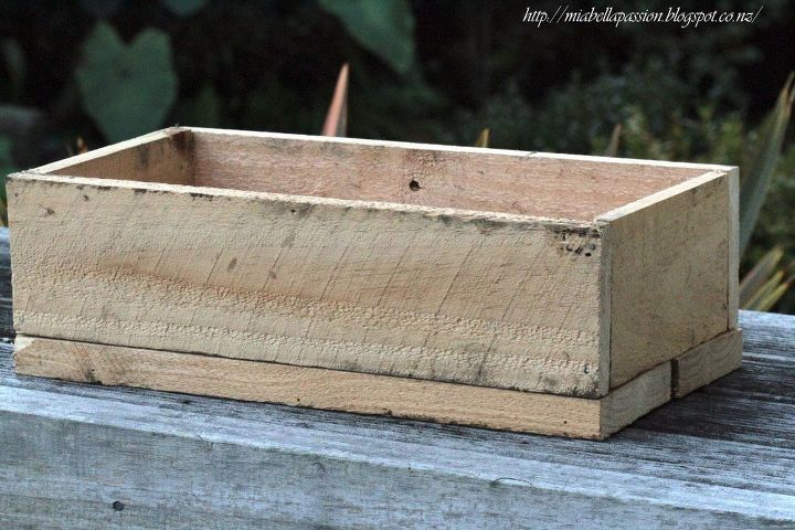diy pallet box planter for flowers , container gardening, diy, gardening, pallet