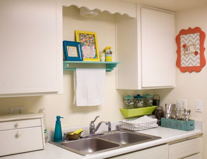colorful galley kitchen, home decor, kitchen design, wall decor