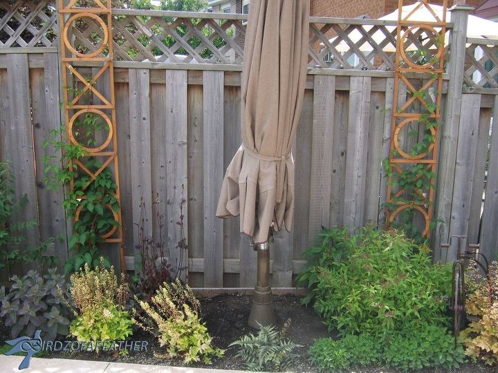 s 17 ways to build a gorgeous garden trellis this summer, gardening, Put wood beams by a boring garden walls