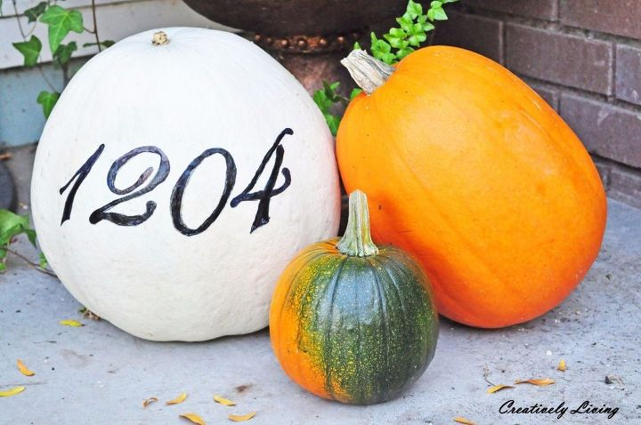 s 11 gorgeous address signs that ll make neighbors stop in admiration, crafts, curb appeal, outdoor living, Add your number to a beautiful fall pumpkin