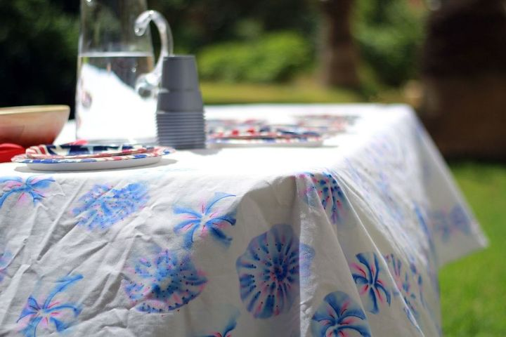 s 13 july 4th decorations that will blow your bbq guests away, crafts, outdoor living, seasonal holiday decor, Add Sharpie alcohol fireworks to your table