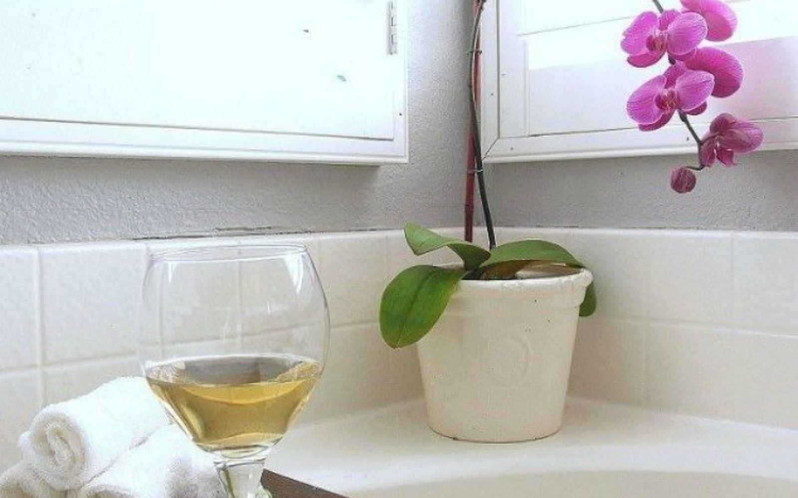 s 11 easy ways to refresh your old bathtub, bathroom ideas, Build your own bathtub shelf