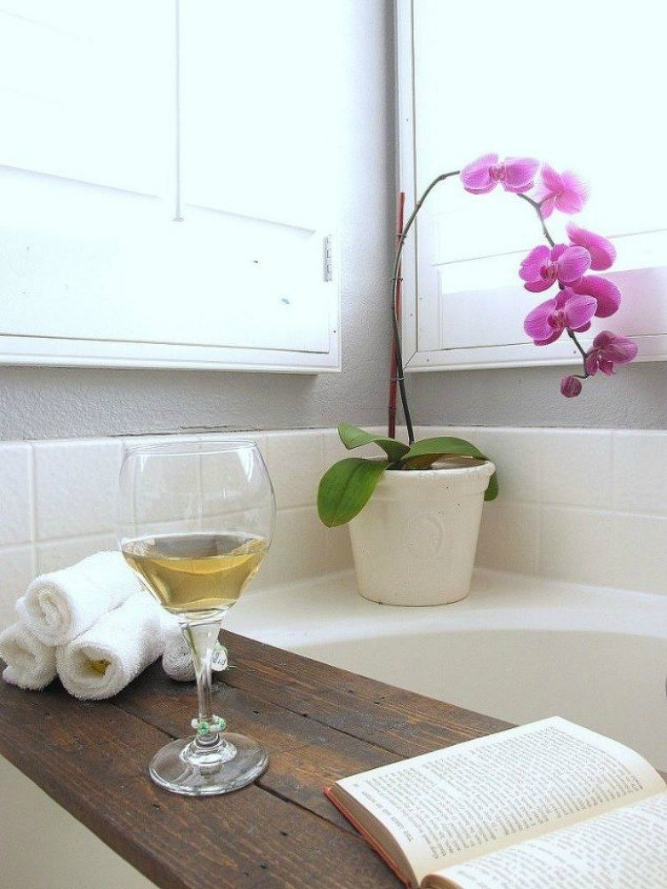 Brilliant Ways To Upcycle Transform And Fix Your Bathtub - Bathroom refresh ideas