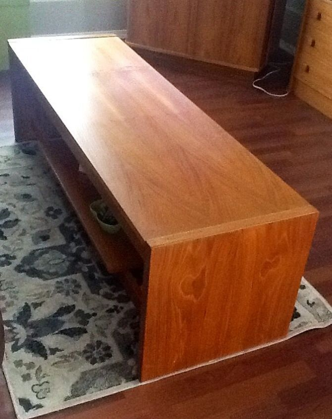 Coffee table, it has a shelf for books etc.