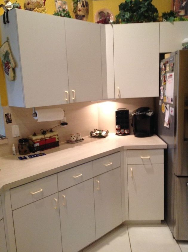 Q How Can I Update My Plain White Formica Cabinets Plz Help Cosmetic Changes