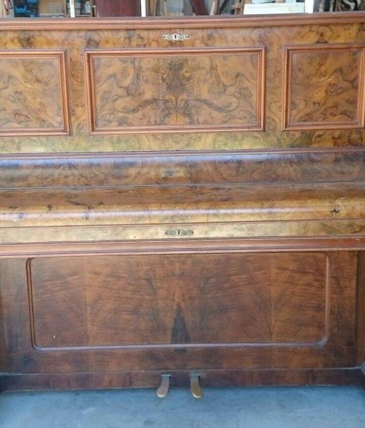 Old broken belling piano