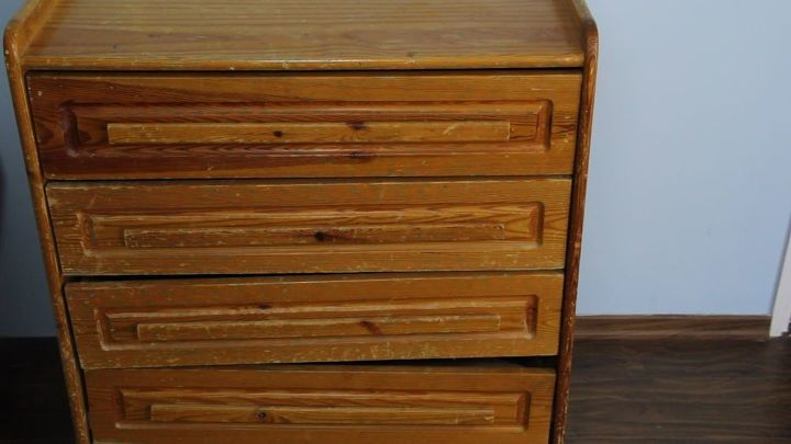 Here's the old dresser. It's definitely time for an upcycle.