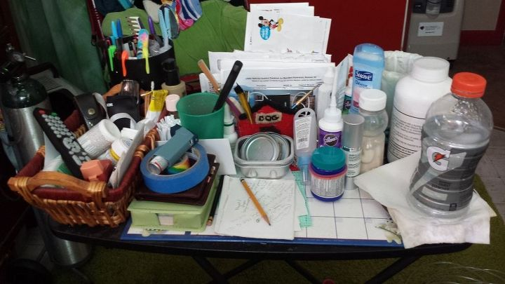 q running out of room room, organizing, It s a mess I try to keep useless stuff off of it I have nowhere to put the stuff so it s still handy but out of the way Help