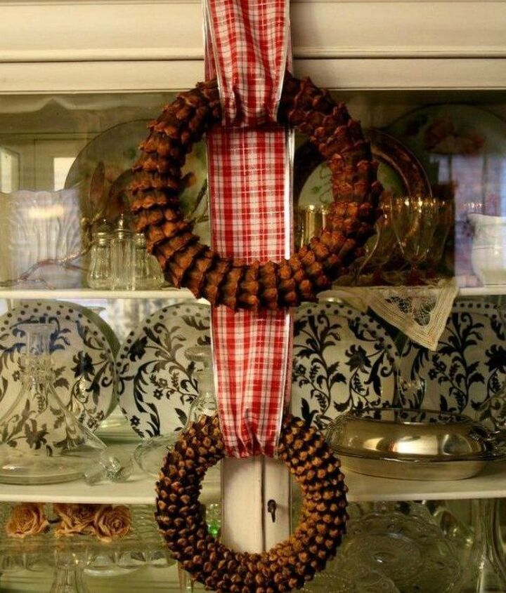 s these cut up pine cone decor ideas are perfect for fall, home decor, Create a textured wreath out of bracts