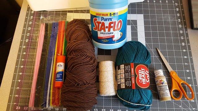 yarn feather tutorial wreath, crafts, how to, seasonal holiday decor, wreaths