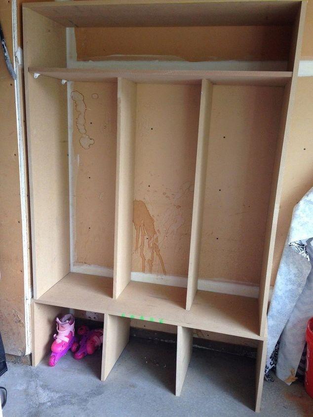 diy mudroom cubbies , foyer, organizing, pallet, storage ideas