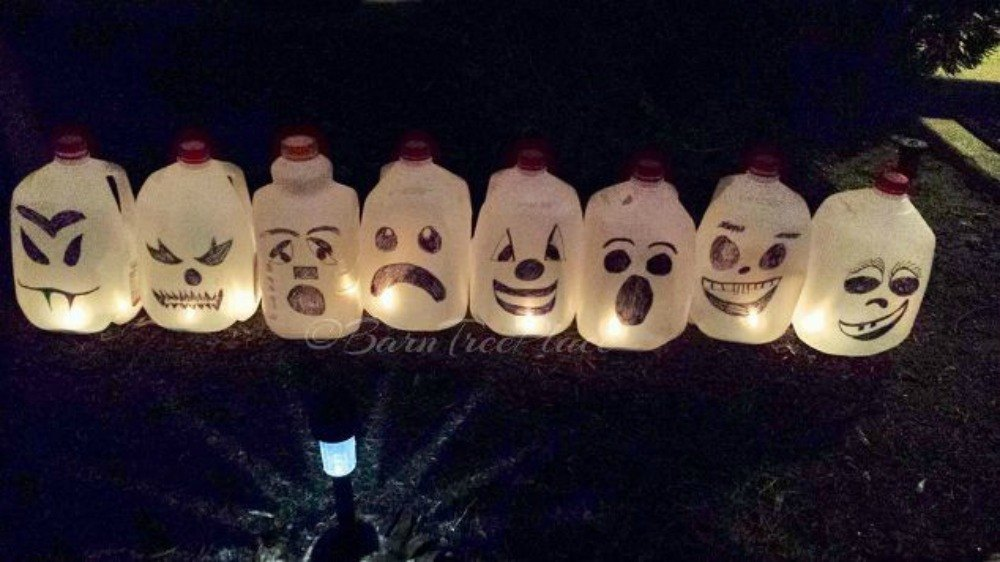 Make your neighbors giggle with these 16 hilarious for Halloween decorations crafts to make