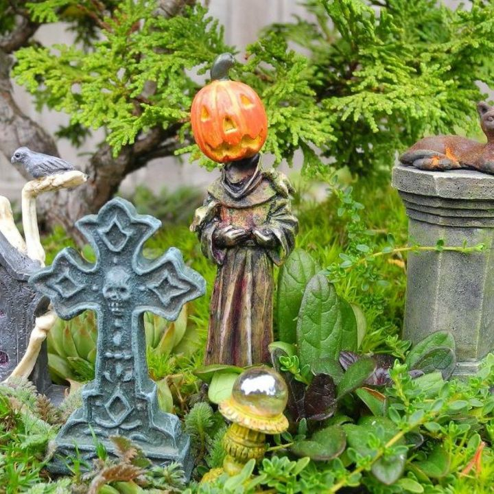 s make your neighbors giggle with these 9 halloween fairy garden ideas, gardening, halloween decorations, seasonal holiday decor, Use mini pumpkin heads in a fairy graveyard