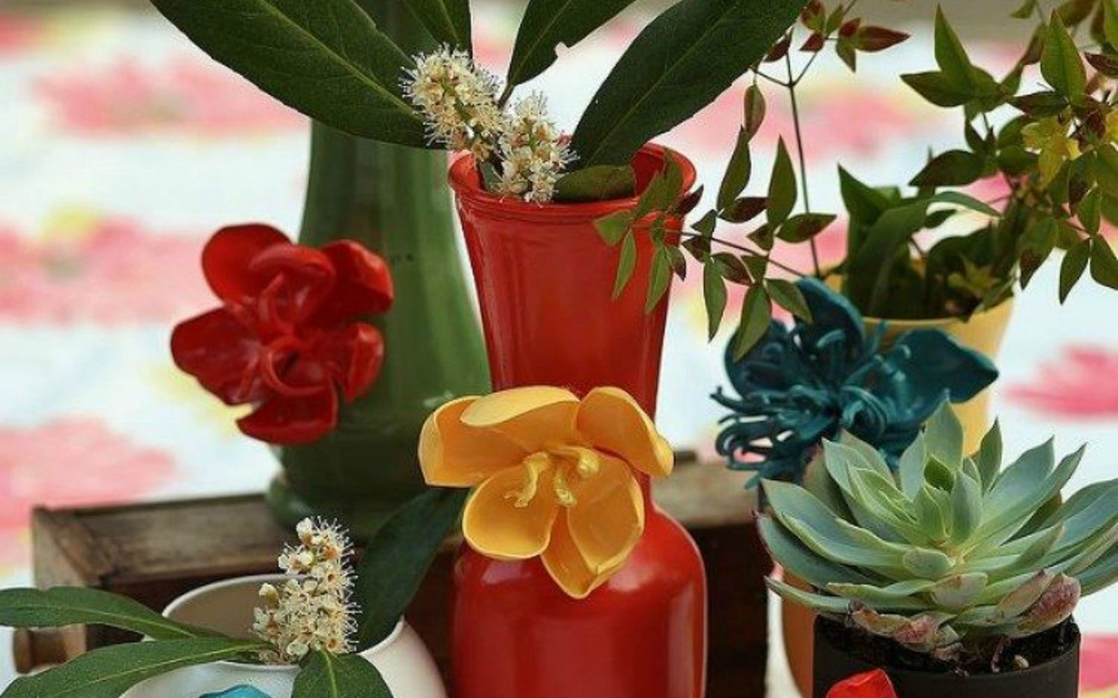 s 11 brilliant ways to reuse plastic spoons, Melt them into vase flowers