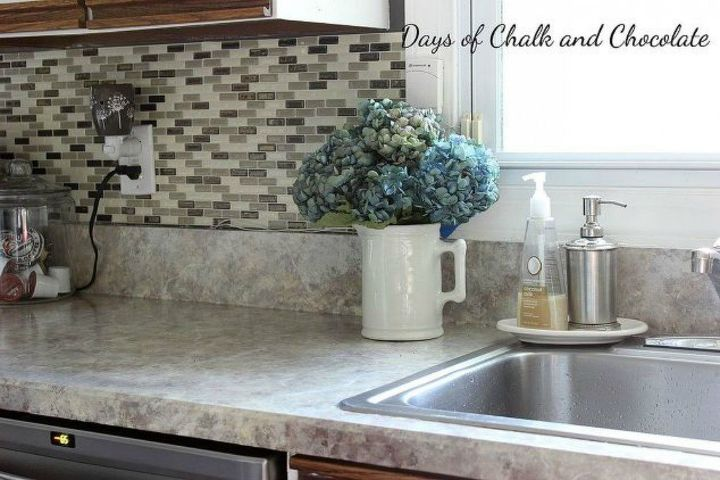 s 10 cheap and easy home improvement hacks you ll wish you d seen sooner, home decor, home improvement, Make your counters look like stone with paint