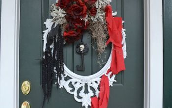 Use a Picture Frame to Create This Elegant Halloween Wreath