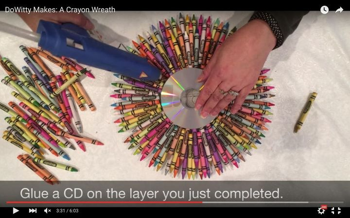 dowitty makes a crayon wreath, crafts, wreaths