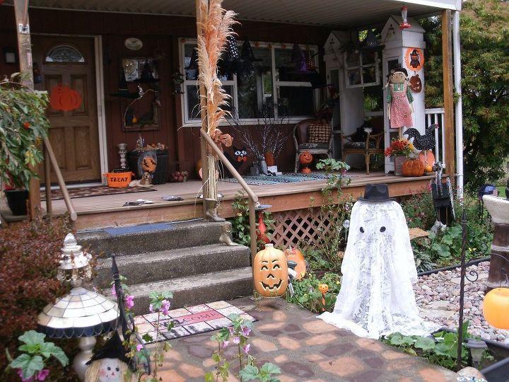 easy outdoor light up halloween ghost , crafts, halloween decorations, repurposing upcycling, seasonal holiday decor